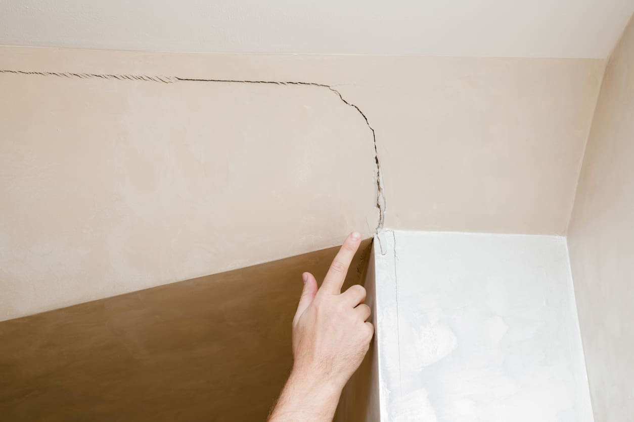 Image of a cracked wall which may put off a house buyer and stop a property from selling on the open market