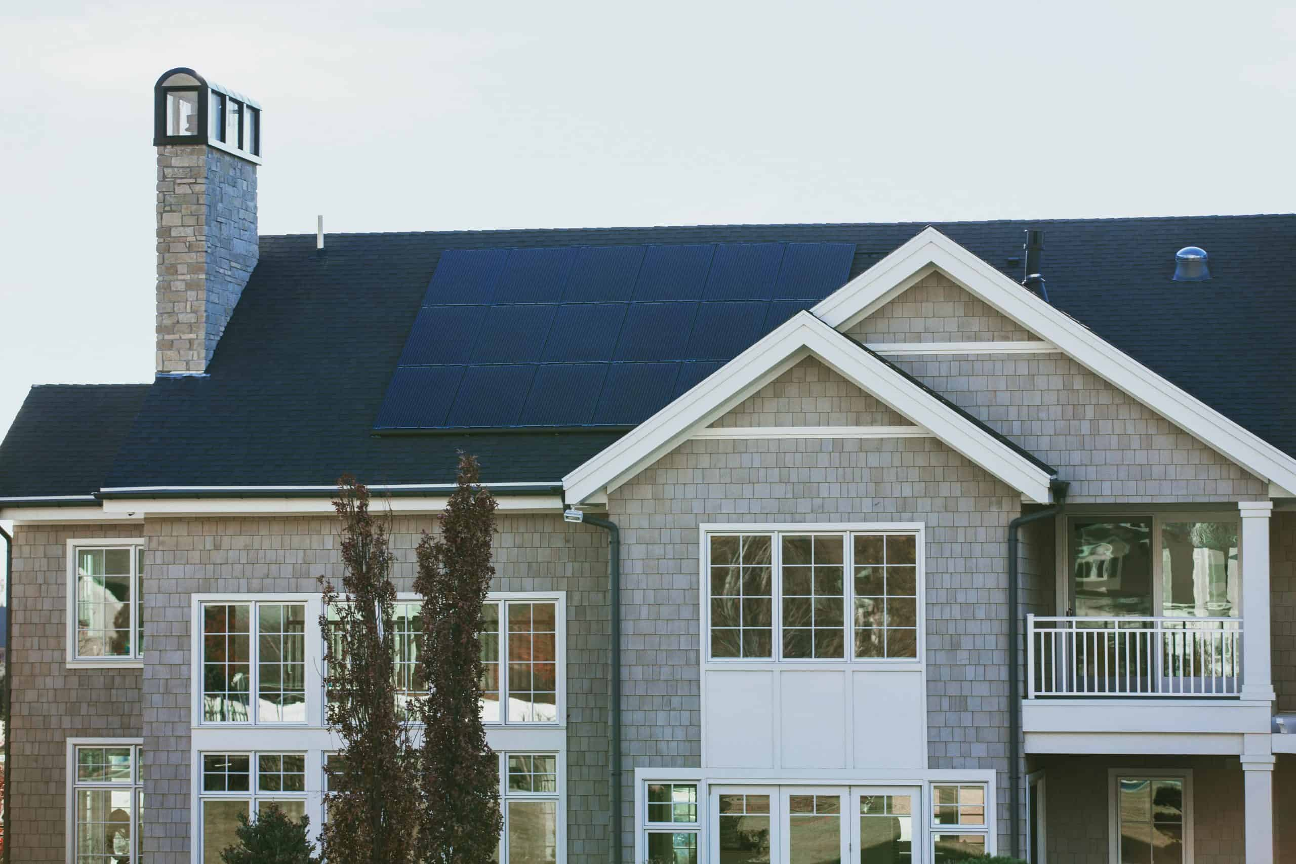 things to consider when buying or selling a house with solar panels